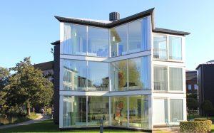 glass-house-76934_640-300x187
