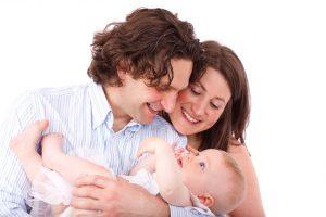 parents-holding-baby-871294937167Xx4-300x200