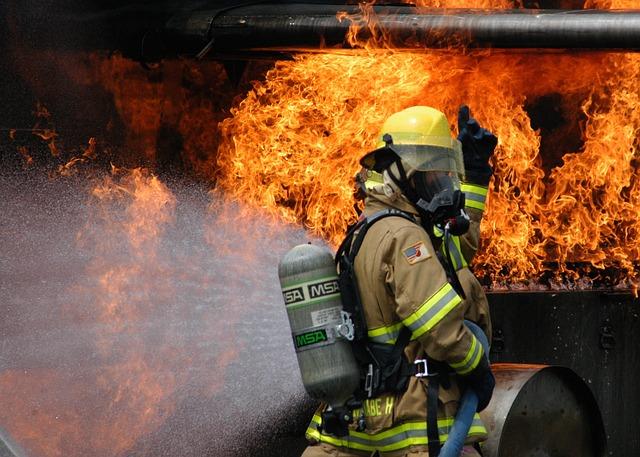 firefighter-593727_640