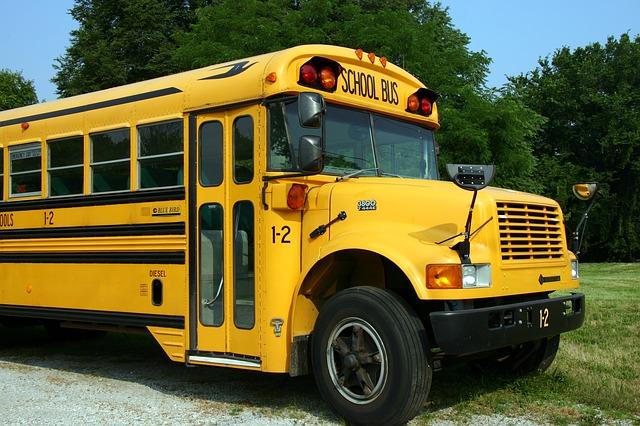 school-bus-2645085_640