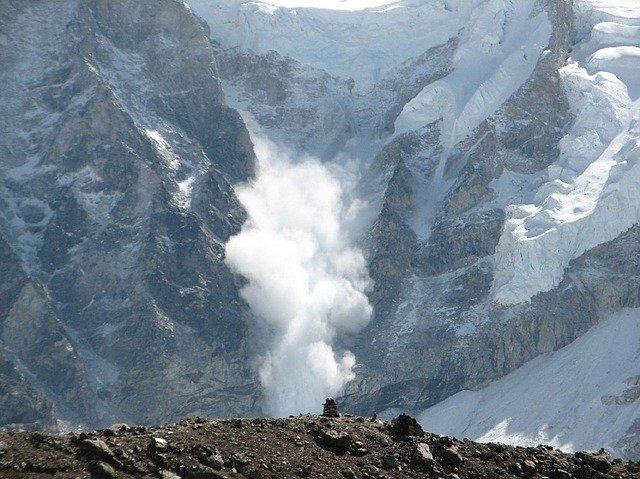 avalanche-552114_640