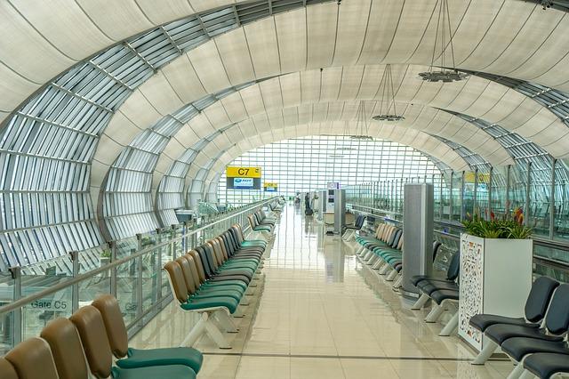 airport-1659008_640