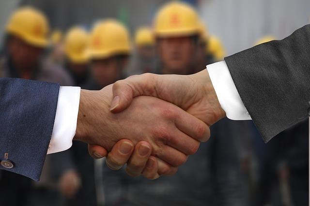 shaking-hands-2974790_640